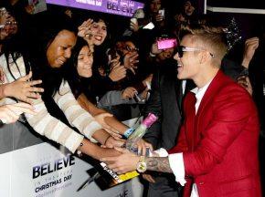 Justin Bieber saluta le fan | © Getty Images