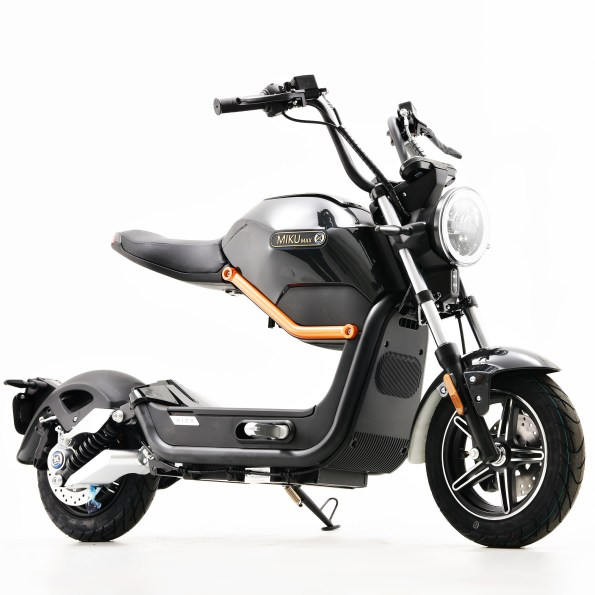 MIKU MAX Black E Scooter 3 - MIKU-MAX-Black-E-Scooter-3