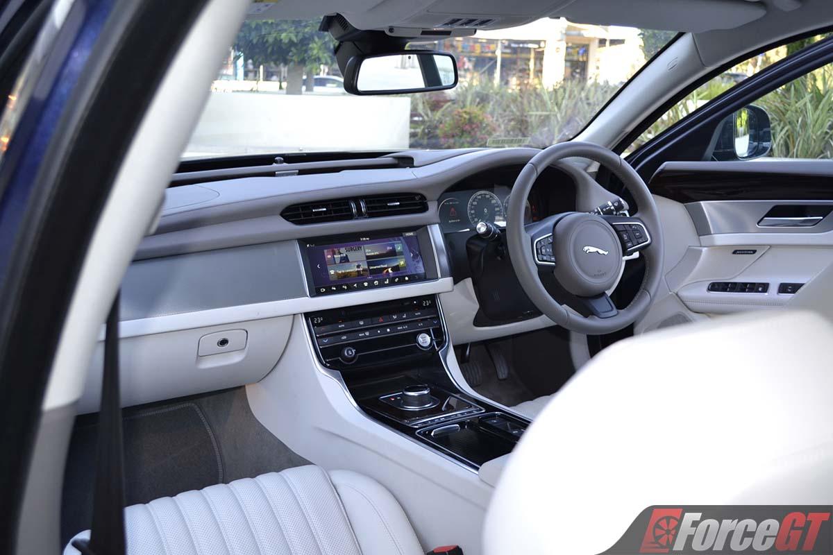 Jaguar Xf 2017 Interior