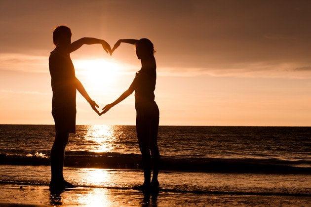 Comment partir en voyage peut renforcer les liens de couple Voyager est devenu plus qu'un besoin vital pour l'homme, et voyager à deux est l'un des meilleurs secrets qui peuvent sauver votre couple
