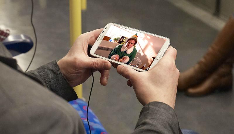watching-videos-on-phone-video-rewards-app-w800-h600
