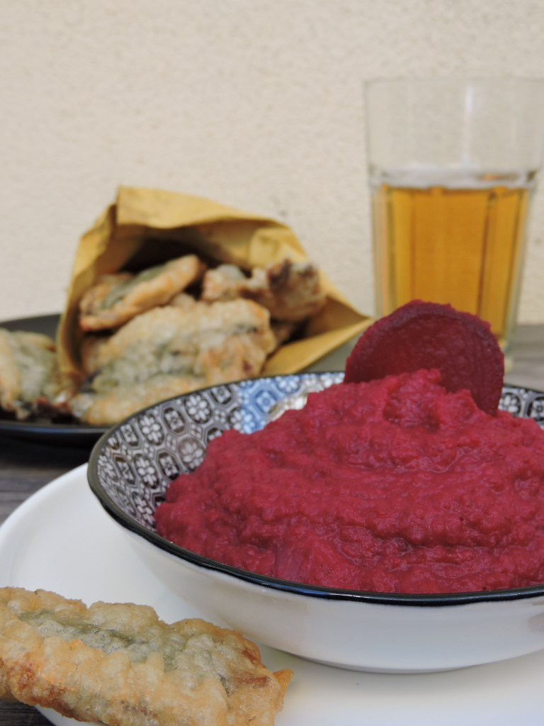 Sarde fritte con crema di barbabietola rossa