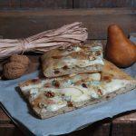 Focaccia gorgonzola, pere e noci