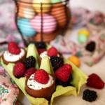Ovetti di cioccolato ripieni di crema alla panna