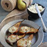 Pere al forno con gorgonzola, miele e noci