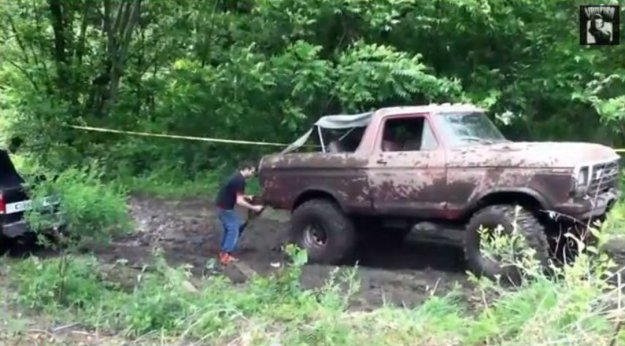 1979 Ford Bronco Pulls Chevy from the Mud