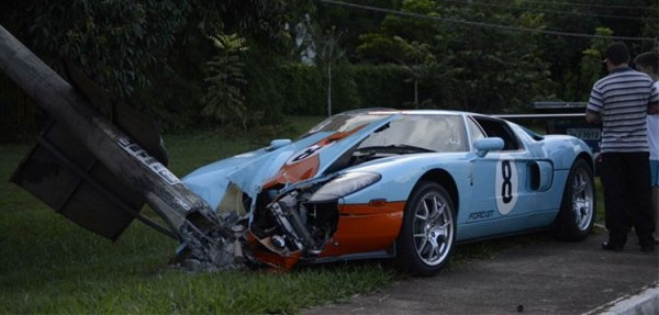 ford-gt-heritage-edition-1-of-383-crashes-hard-in-brazil_1