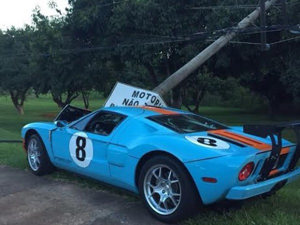 ford-gt-heritage-edition-1-of-383-crashes-hard-in-brazil_2