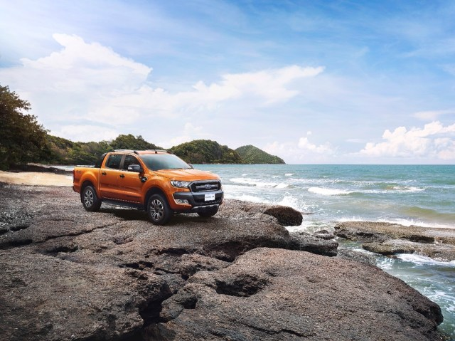2015-ford-ranger-wildtrak-looks-rough-and-rugged-video-photo-gallery_1