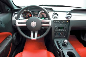 2005-Ford-Mustang-instrument-panel
