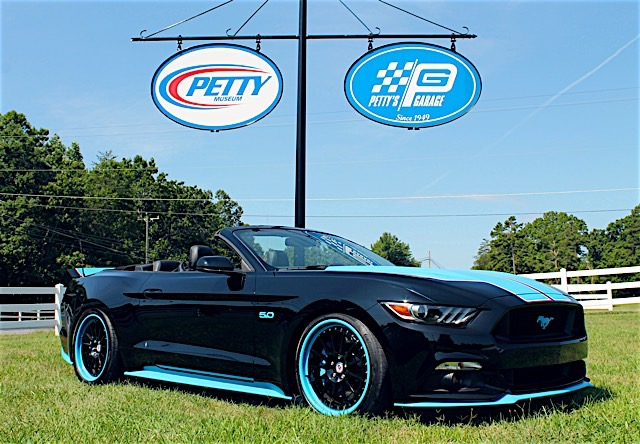 Petty's Garage Mustang GT King Edition