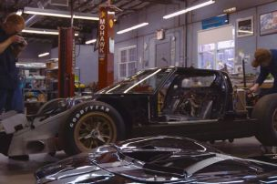 ford-gt40-p1046-le-mans-half-done