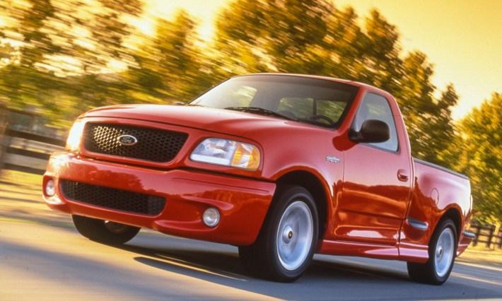 1999-Ford-SVT-F-150-Lightning-neg-3-AR-2001-213703_2500