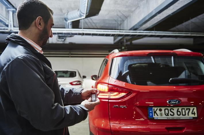 ford-developing-remote-control-parking-system-take-that-bmw-and-mercedes-video_1