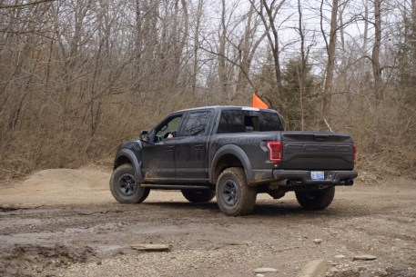2017-ford-raptor-off-road-test-jerry-perez (6)