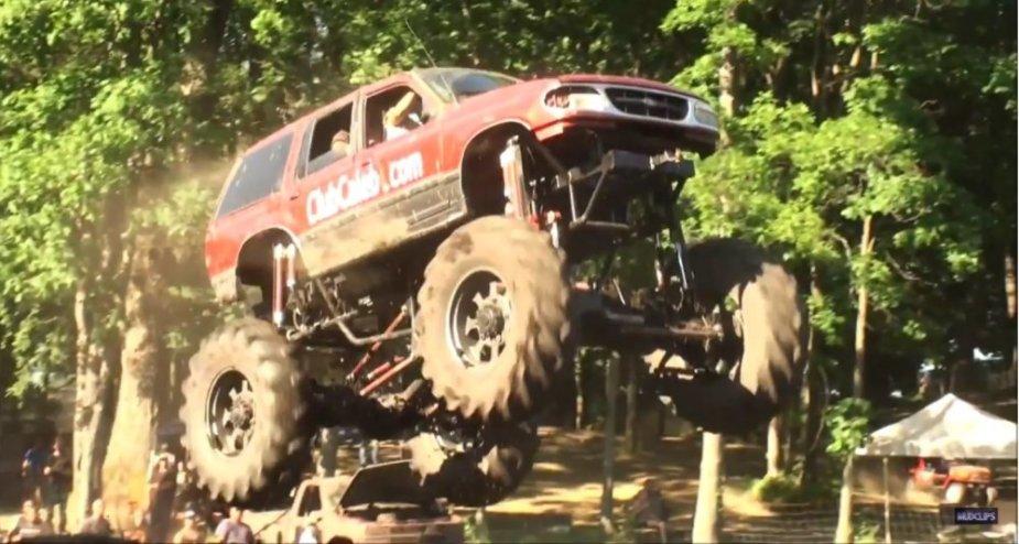 Ford Explorer mega mud truck