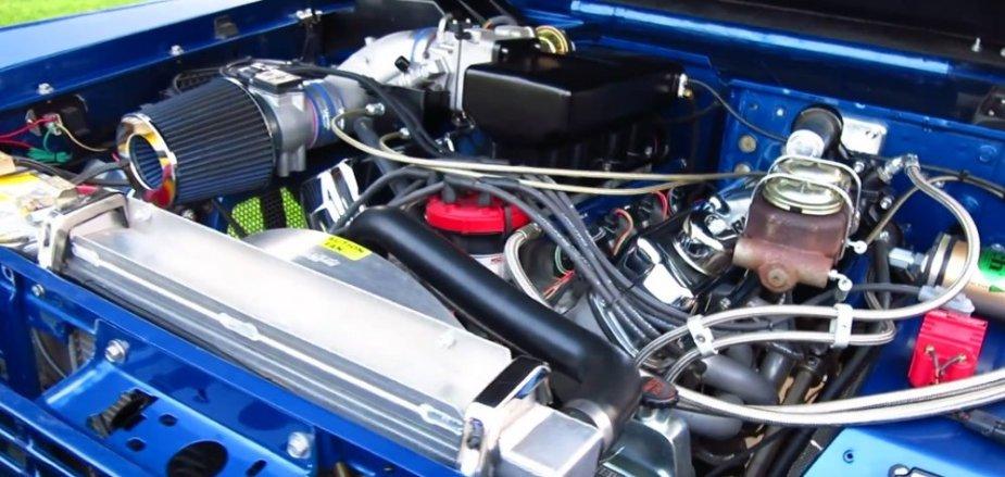 Custom 1972 Bronco V8 Engine