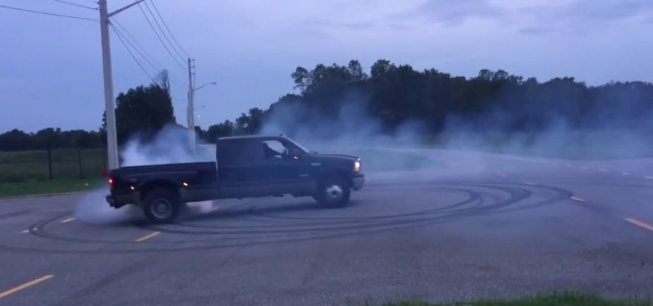Ford F-350 Burnout