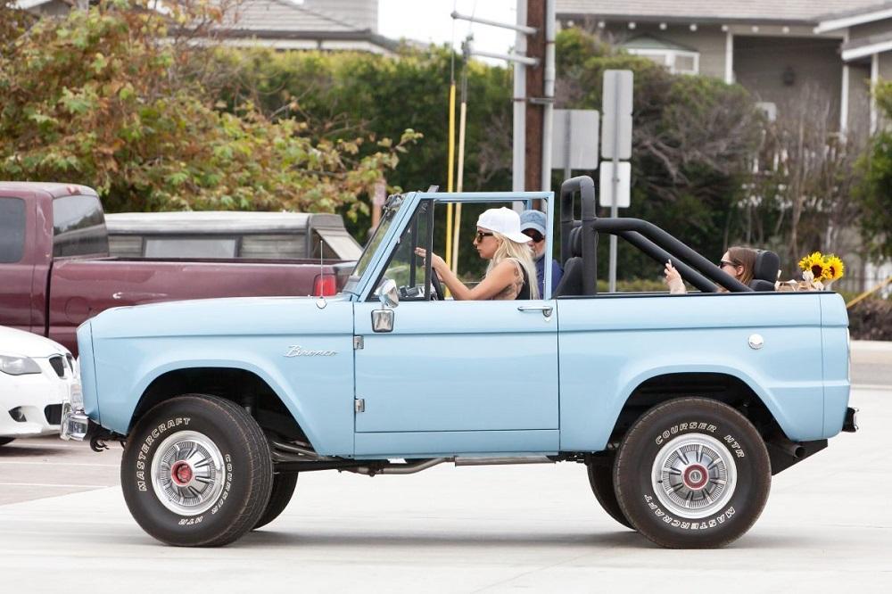 Lady Gaga Ford Bronco on 1996 Bronco Bumper