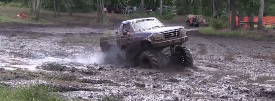 5g Blue Bronco Digging in Mud