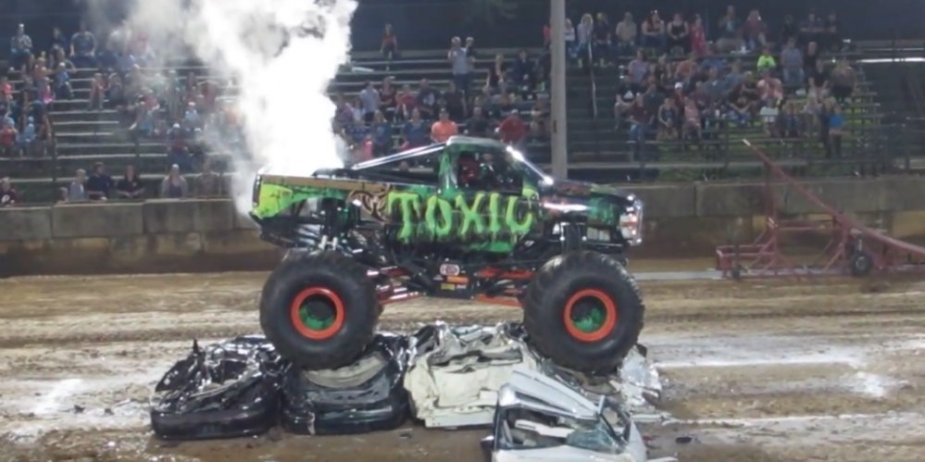 Toxic Ford Super Duty Smoking