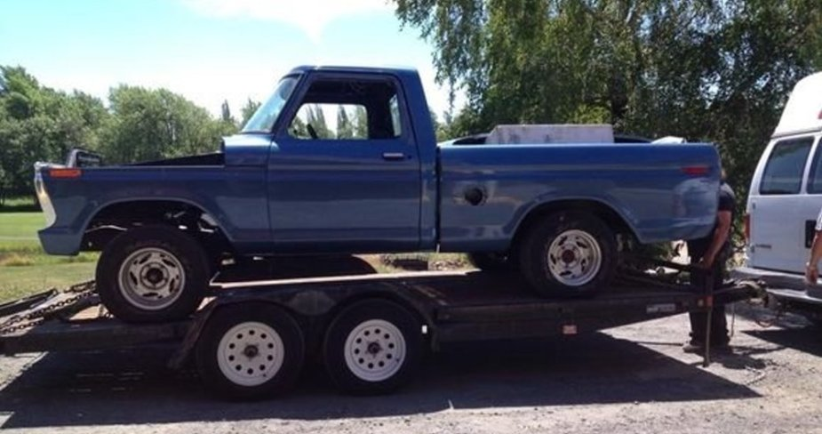 1977 Ford F-100 on a Trailer