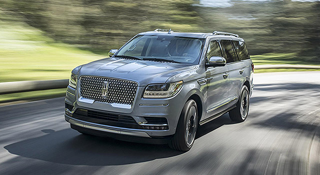 2019 Lincoln Navigator Hybrid front