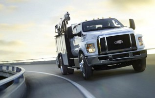 2019 Ford F-750 front