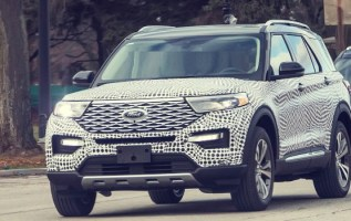 2020 Ford Explorer Platinum spy shots