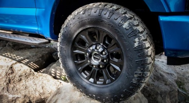 2020 Ford F-Series Super Duty Tremor tires
