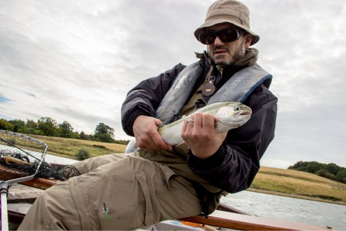 Driftfischen mit Nymphen und Streamers in Rutland Water und Eyebrook Reservoir - kampfstarke und sprungfreudige Forellen