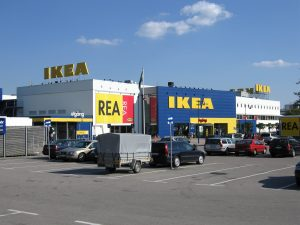 Ikea podnosi poprzeczkę.