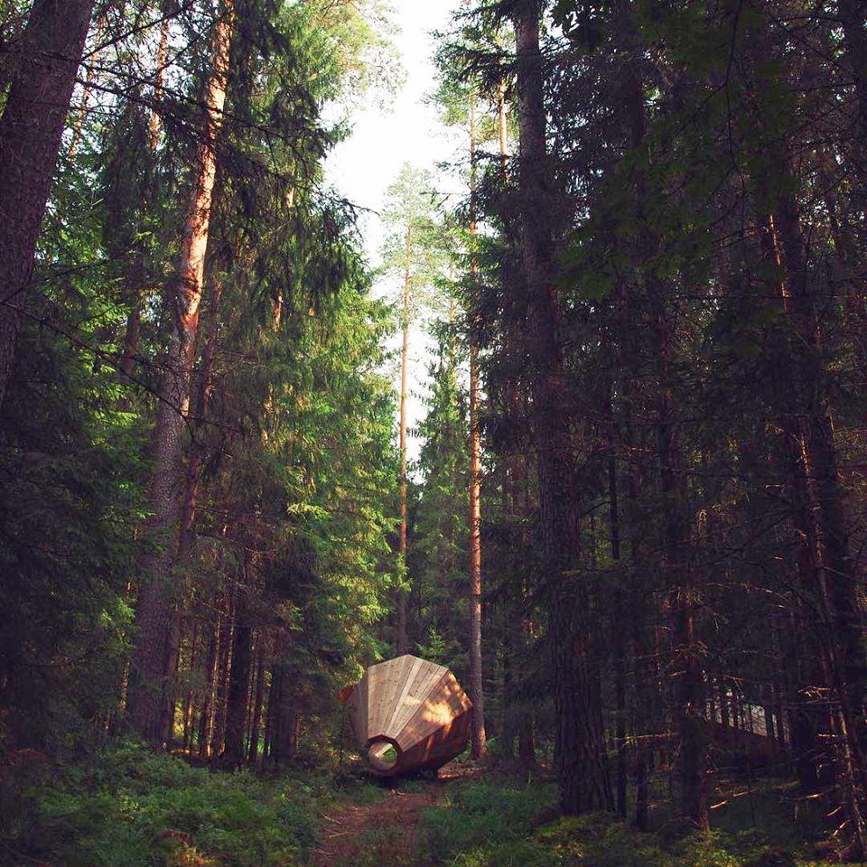 duża tuba w Estoni by usłyszeć drzewa