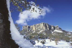 Pietra di Bismantova con neve
