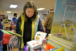 River Forest resident Ruth Soppet looks over a selection of books at the market. | Alexa Rogals/Staff Photographer