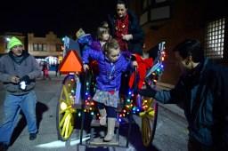 Elizabeth Mosley, 5, of La Grange, steps off of the carriage ride. | Alexa Rogals/Staff Photographer