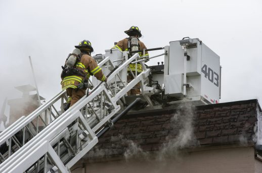 Berwyn firefighters climb to the roof of the apartment building on Thursday, Jan. 10, 2019, on Hannah Avenue at the corner of Roosevelt Road in Forest Park, Ill. | ALEXA ROGALS/Staff Photographer