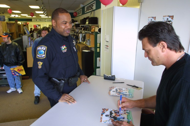 Forest Park Police Officer Robert Kendall gets an autograph from Dan Hampton.