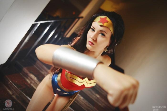 sexy wonder woman cosplay