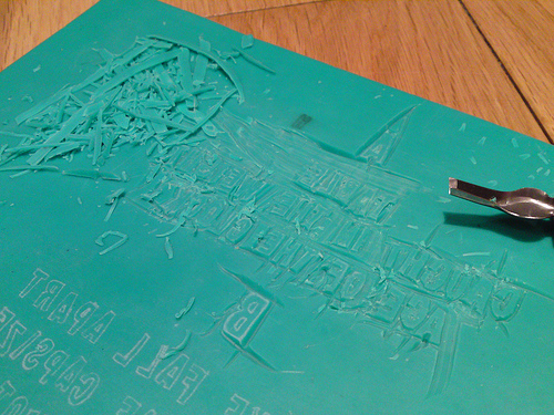 """Cutting the lino for the back of Rachael Dadd's Moth In The Motor 10"""" mini-album"""
