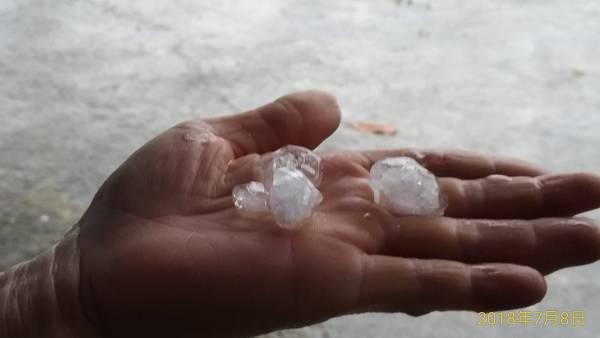 2018年7月8日屏東冰雹(攝影/洪源照 屏東縣萬丹鄉交流地) 強颱瑪莉亞