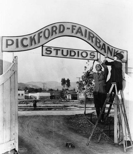 480px-Pickford-Fairbanks_Studios_2