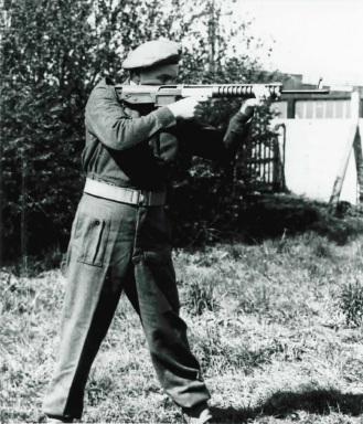 British soldier with a prototype bullpup FN FAL