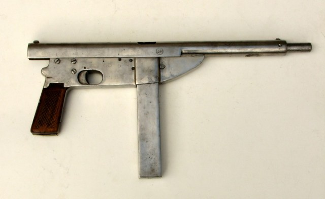 Polish Beha submachine gun