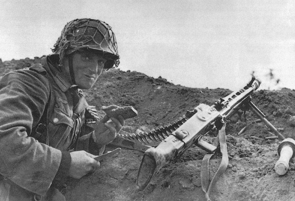 Wehrmacht soldier with MG42