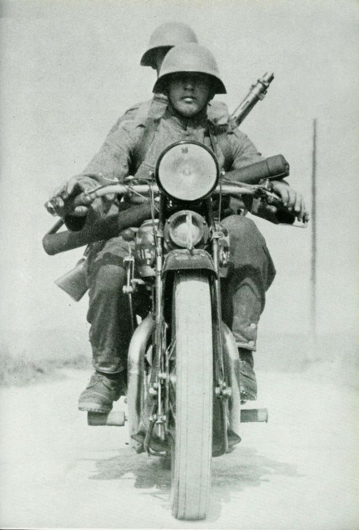 Swiss motorcycle troops with an LMG-25