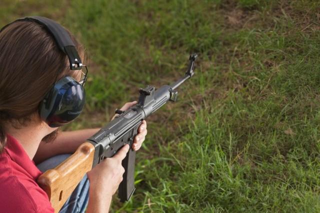 Shooting a Gerät 06H rifle