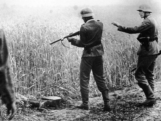 German soldier with an Erma MP-25