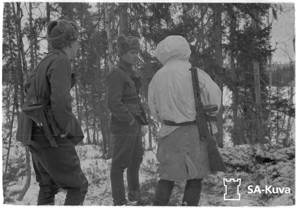 Finnish soldiers with a Lahti L35 and early Suomi SMG