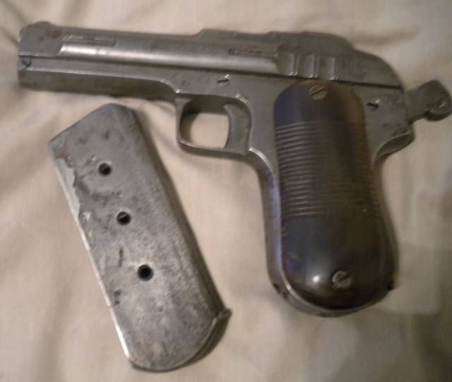 Chinese mystery pistol and mag
